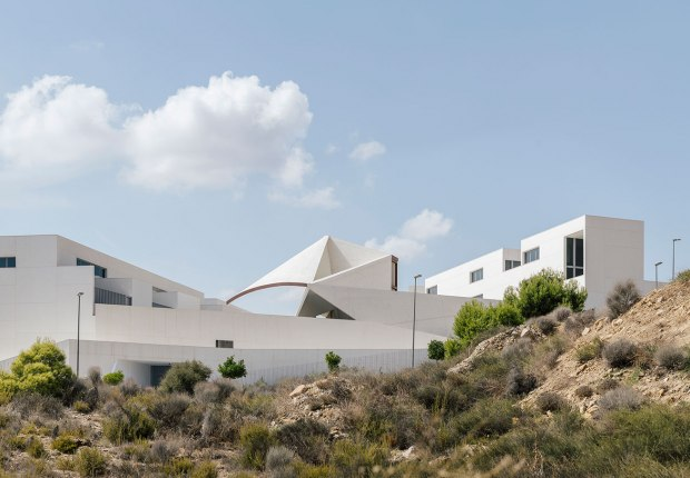 39 viviendas y zonas comunes en Cantalares por Sancho-Madridejos Architecture Office. Fotografía por Imagen Subliminal.- Miguel de Guzmán + Rocío Romero