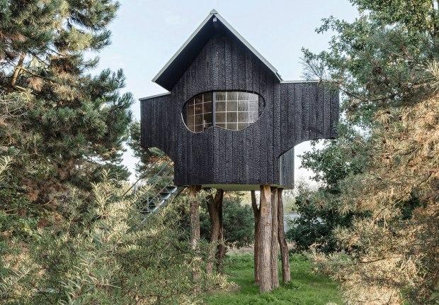 2020 Ein Stein Tee house by Terunobu Fujimori in Raketenstation Hombroich. Photgraph by Hertha Hurnaus, courtesy of Stiftung Insel Hombroich