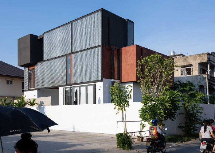 A conversation to negotiate with the sun. Sena House by Archimontage Design Fields Sophisticated