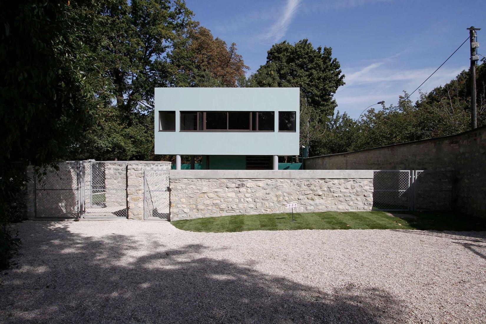 Vista frontal. Casa del Jardinero de Villa Savoye. Fotografía © Emanuelle Metz, cortesía de CMN.