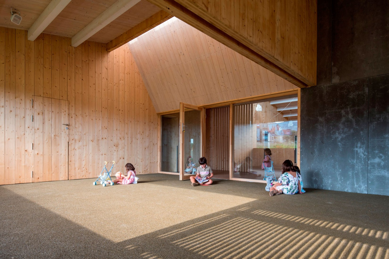 Escuela Infantil A Baiuca por abalo alonso arquitectos. Fotografía por Santos Diez / Bisimages.