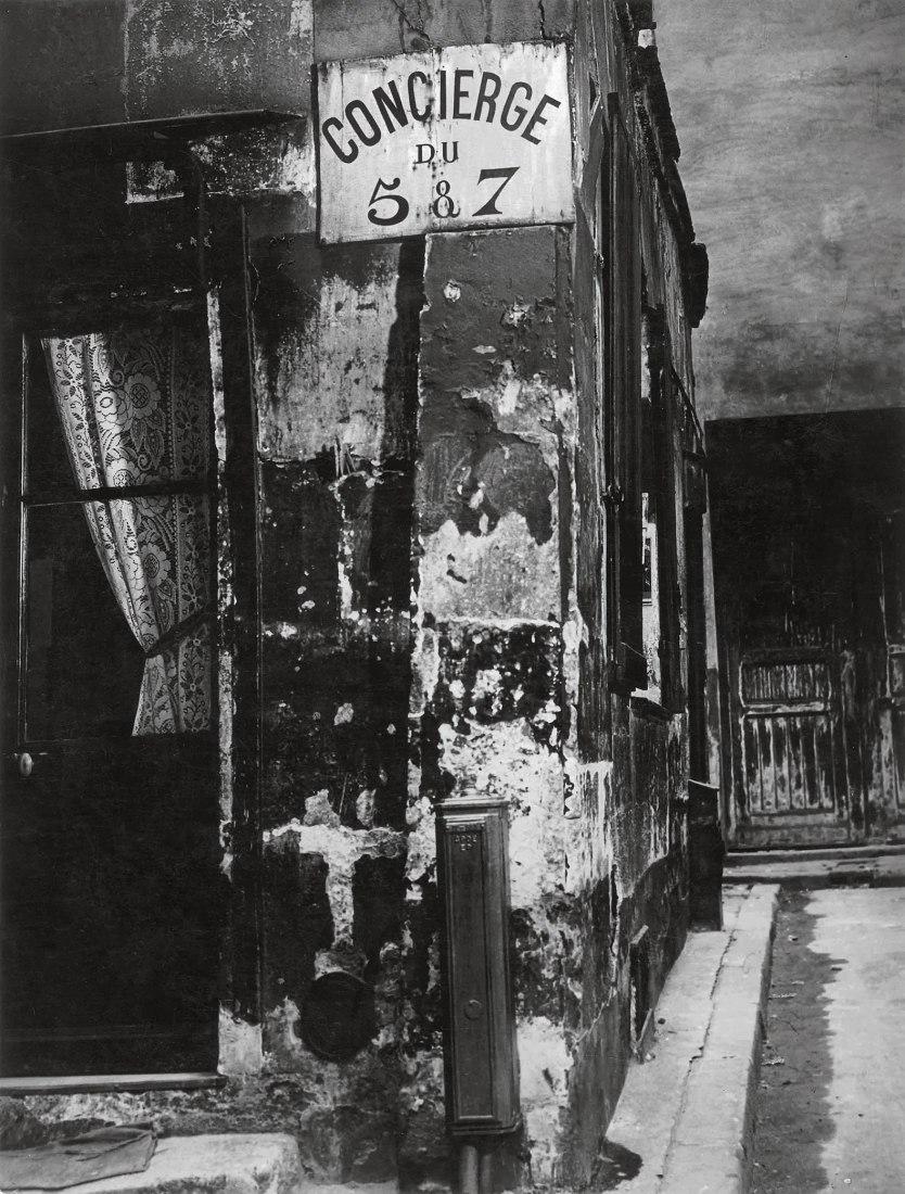 Brassaï. Concierge's Lodge, Paris. 1933. 29,3 x 22,2 cm [Paris de jour 686] Estate Brassaï Succession, Paris.  © Estate Brassaï Succession, Paris