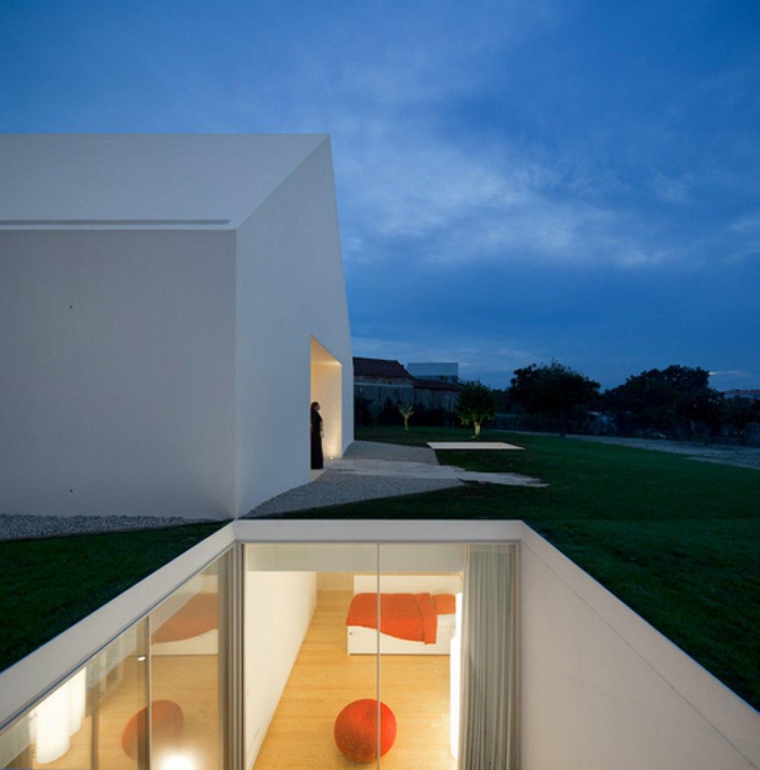 House, Leiria, Portugal. Aires Mateus. Photography © Fernando Guerra.