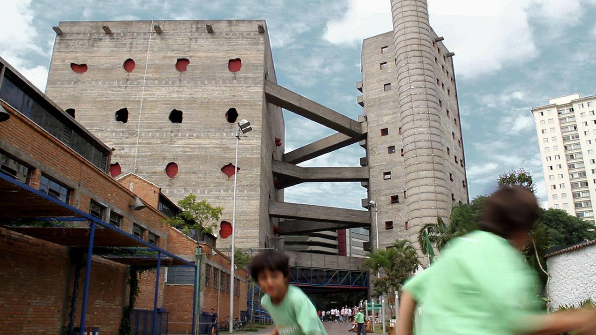 SESC - Fábrica da Pompeia, São Paulo , 1977 - 1986. Fotografía © Tapio Snellman.