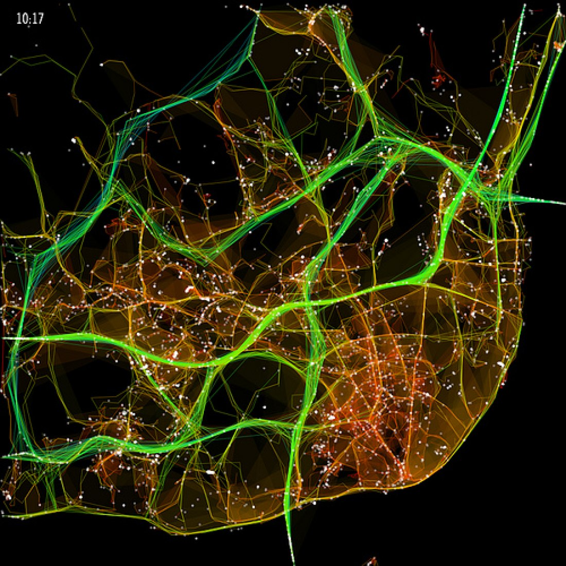 1,534 vehicles, in October 2009 in Lisbon, leaving traces of route, condensed in a single day. The fast arteries are drawn with green and cold colors, while the slow ones are reddish and hotter. However, traffic intensity is assigned according to the thickness and brightness of the arteries. White dots represent vehicles, and there is visual emphasis on areas with slower traffic.