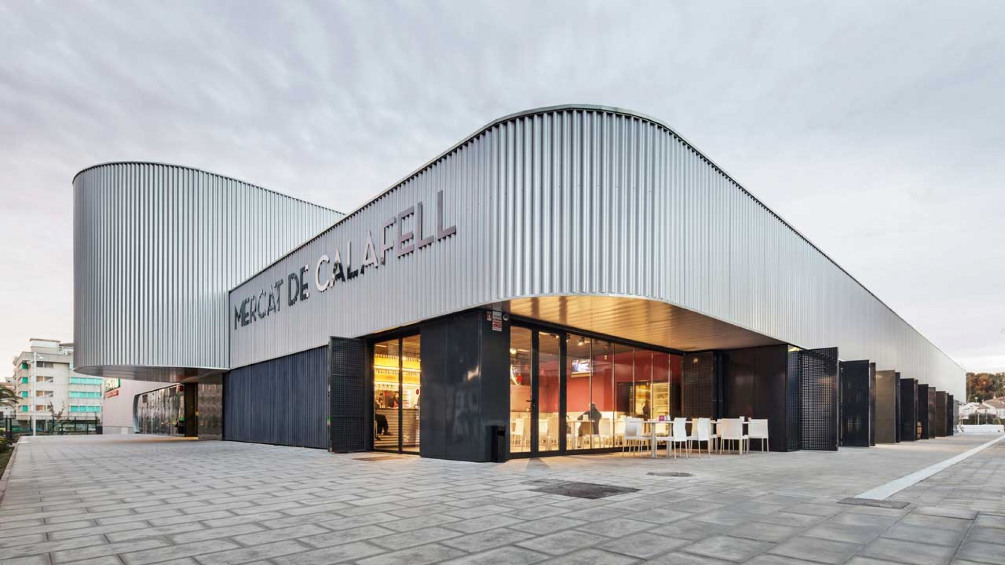 Calafell's new market by Batlle & Roig Architects. Photography © Jordi Surroca.