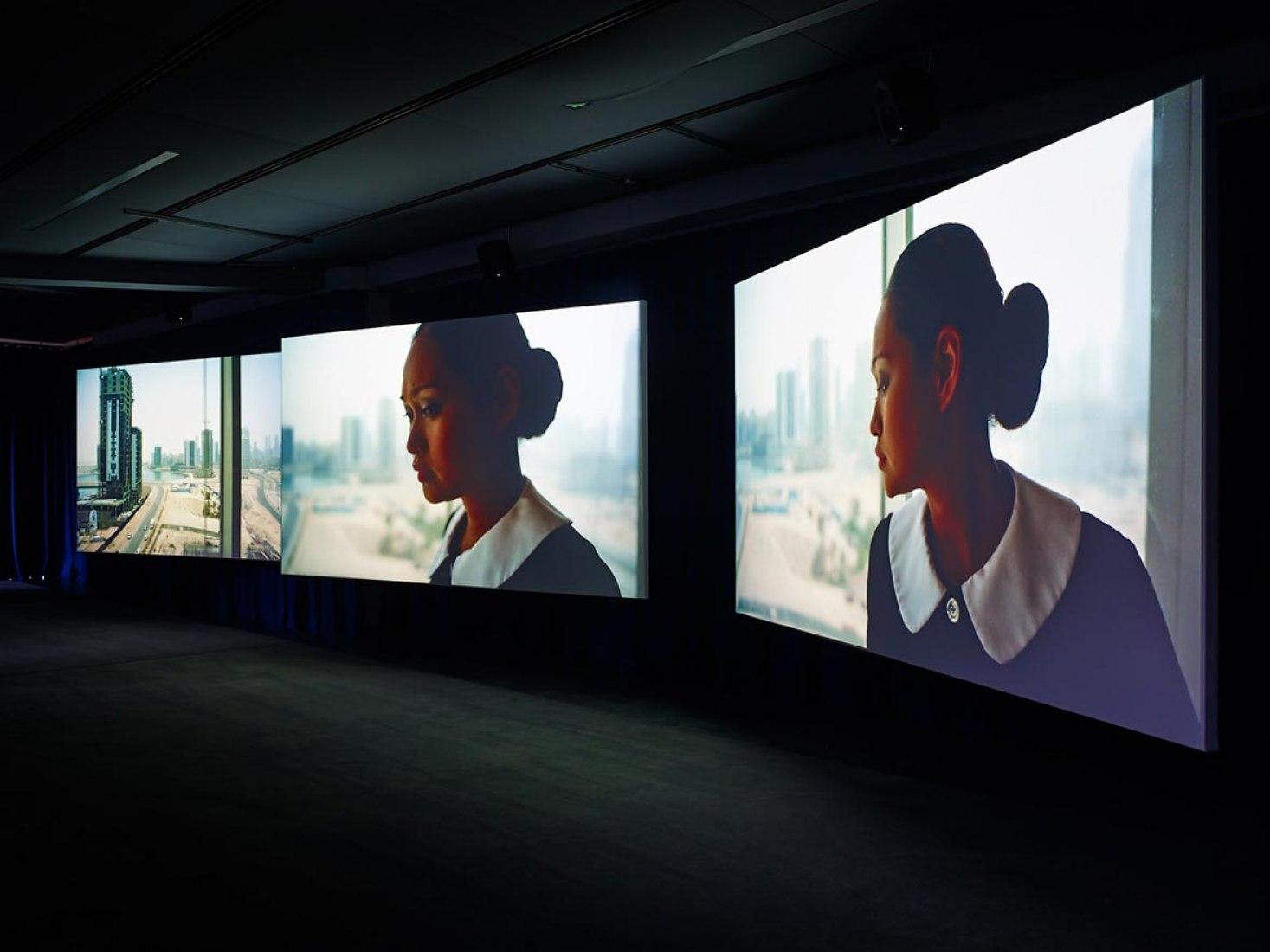 PLAYTIME 2014 Instalación en 3 pantallas ultra HD con 5.1 sonido surround © Isaac Julien Cortesía Isaac Julien y Galería Helga de Alvear. Fotografía: Stephen White.