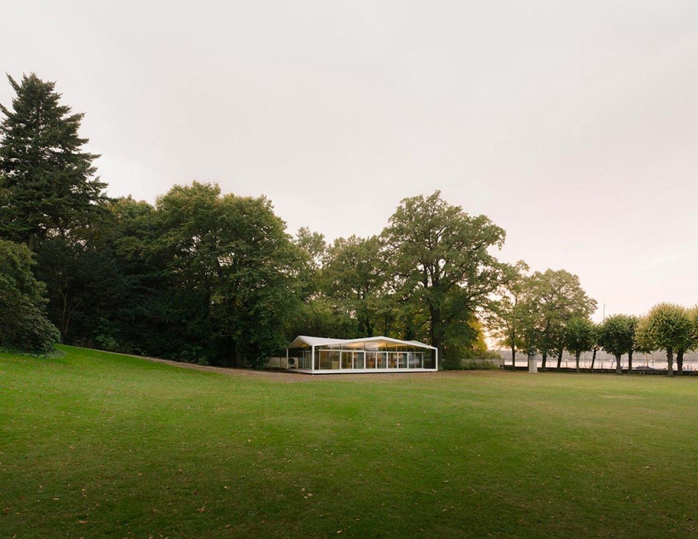 Fellows Pavilion by Regine Leibinger. Photography © Simon Menges.