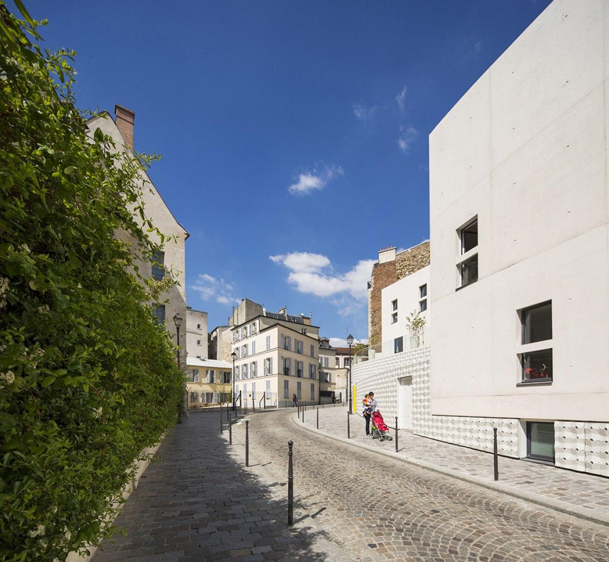 Guardería por RH+ Architecture. Fotografía © Luc Boegly