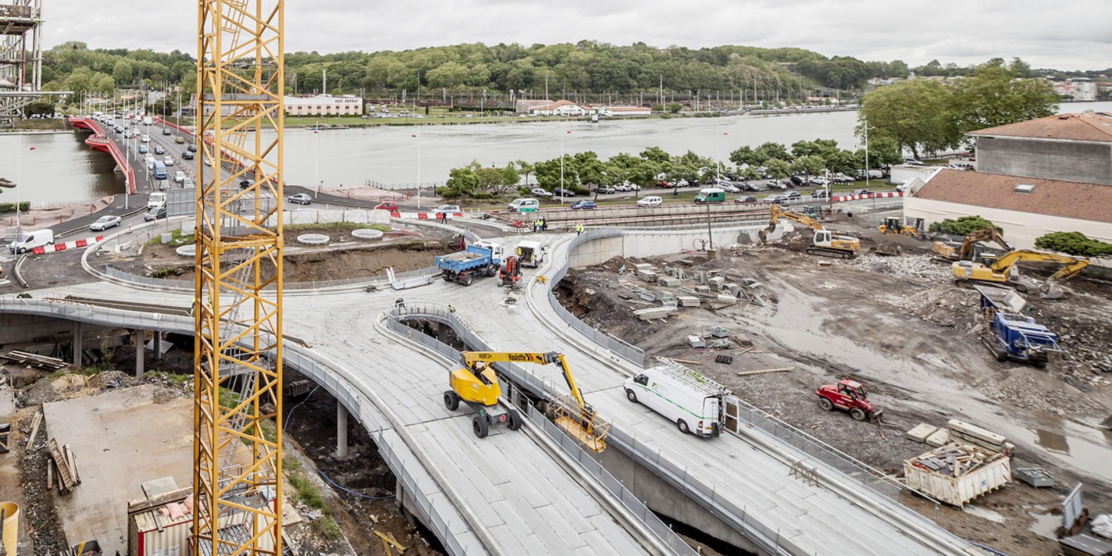 Tête de Pont por Josep Lluís Mateo, en construcción. Fotografía © Adrià Goula.