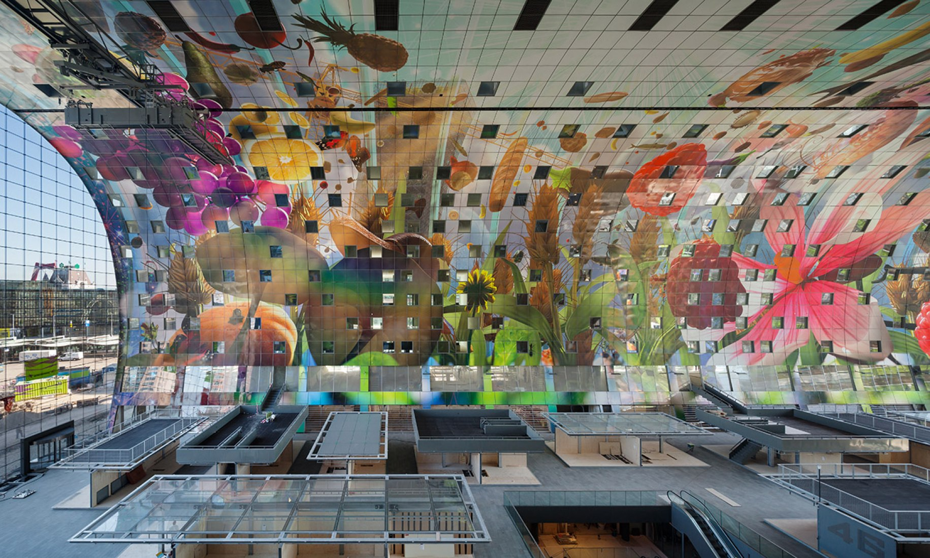 An 11000 sqm mural on the inside by artist Arno Coenen using Pixar technology. Image © Daria Scagliola+Stijn Brakkee. Courtesy of Markthal Rotterdam.