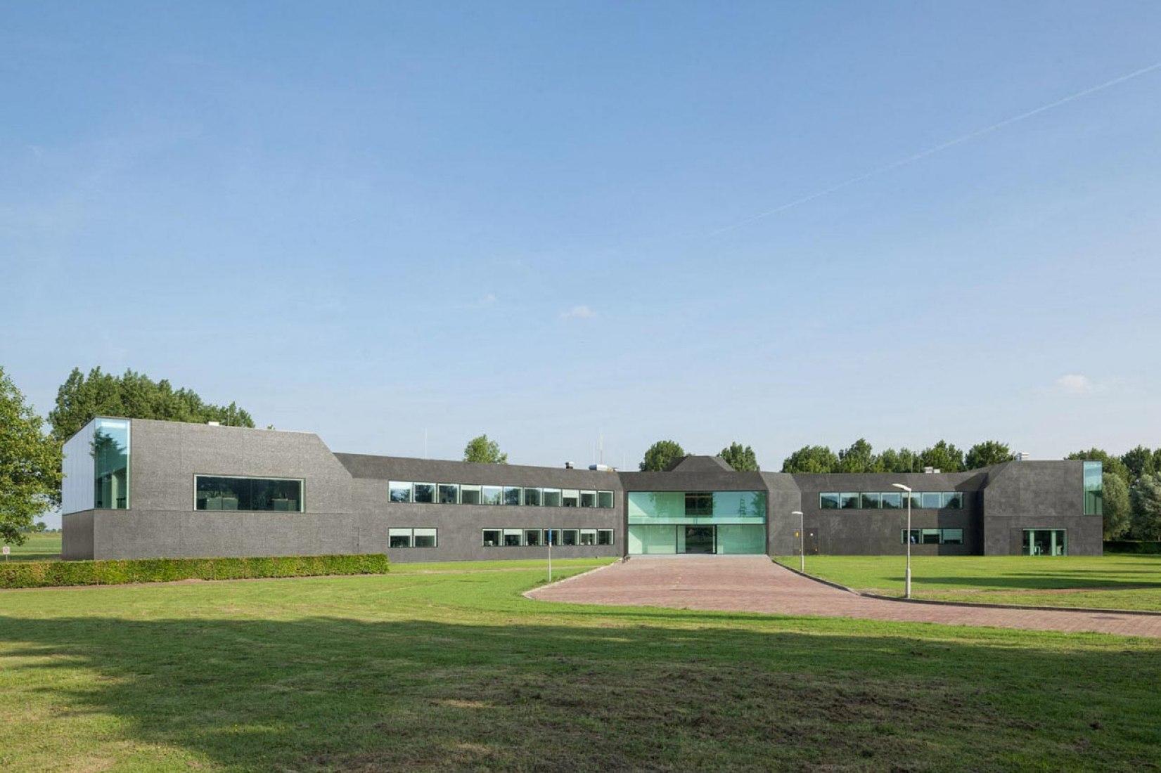 Vista general. Ayuntamiento de Borsele por Atelier Kempe Thill. Fotografía © Ulrich Schwarz.