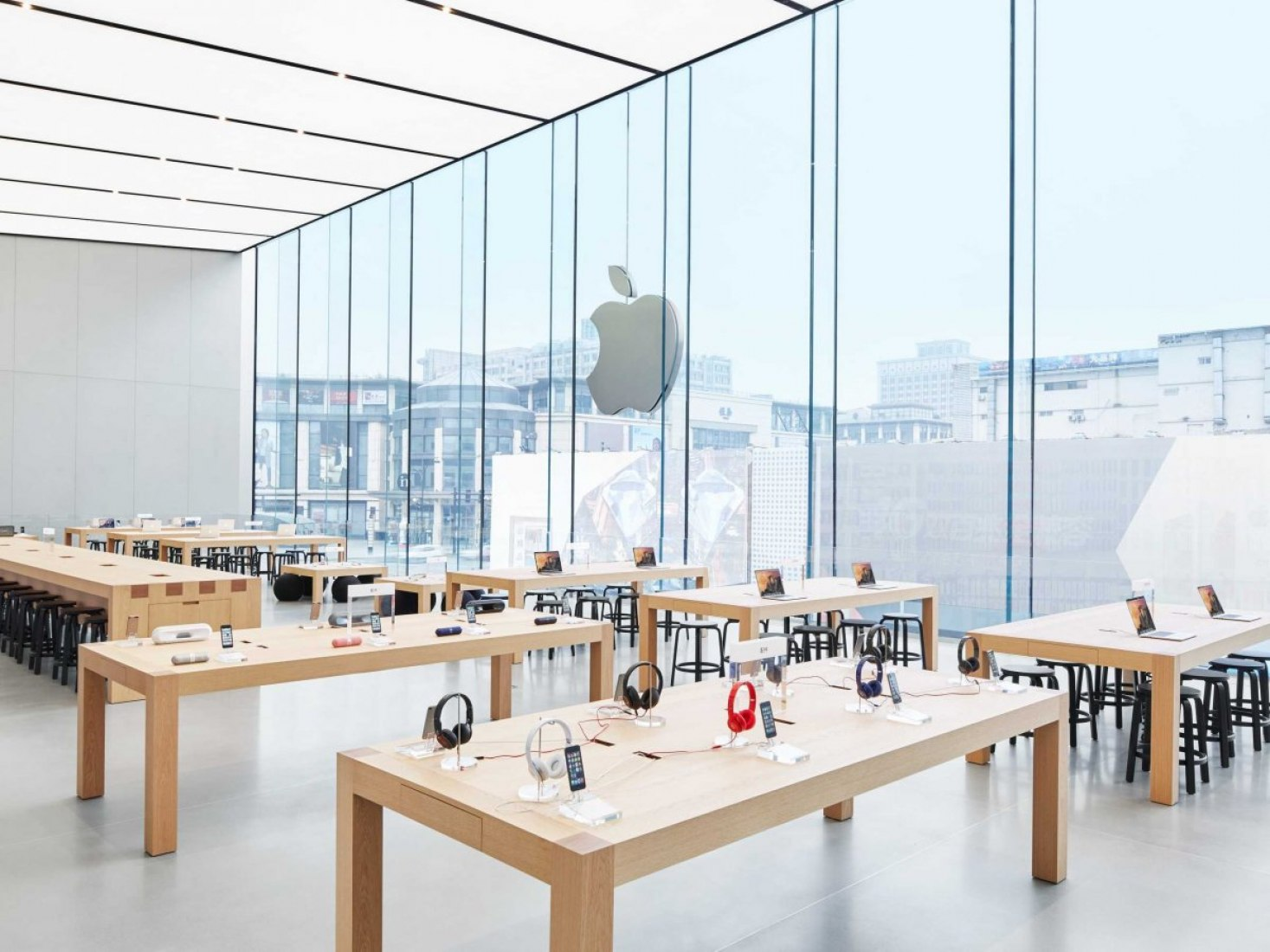 Apple store in Hangzhou by Foster + Partners. Photography courtesy of Apple