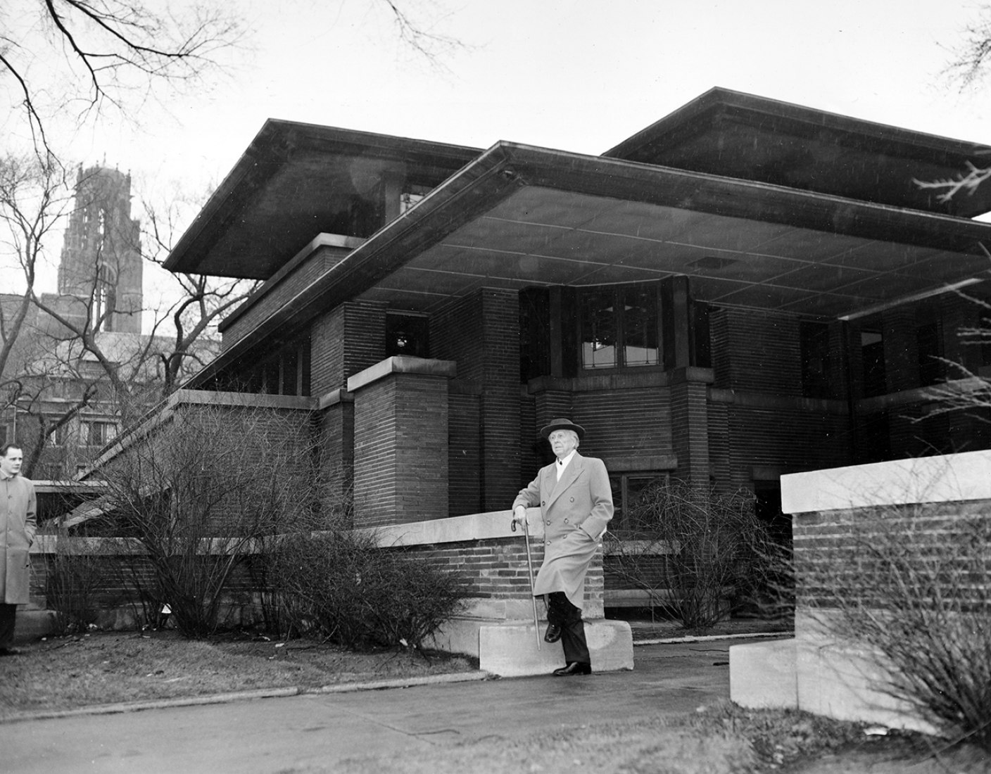 18 de marzo de 1957, Frank Lloyd Wright visita la  Robie House, de 1909. Casas de la Pradera en Woodlawn Avenue en Chicago. (AP Photo/File)