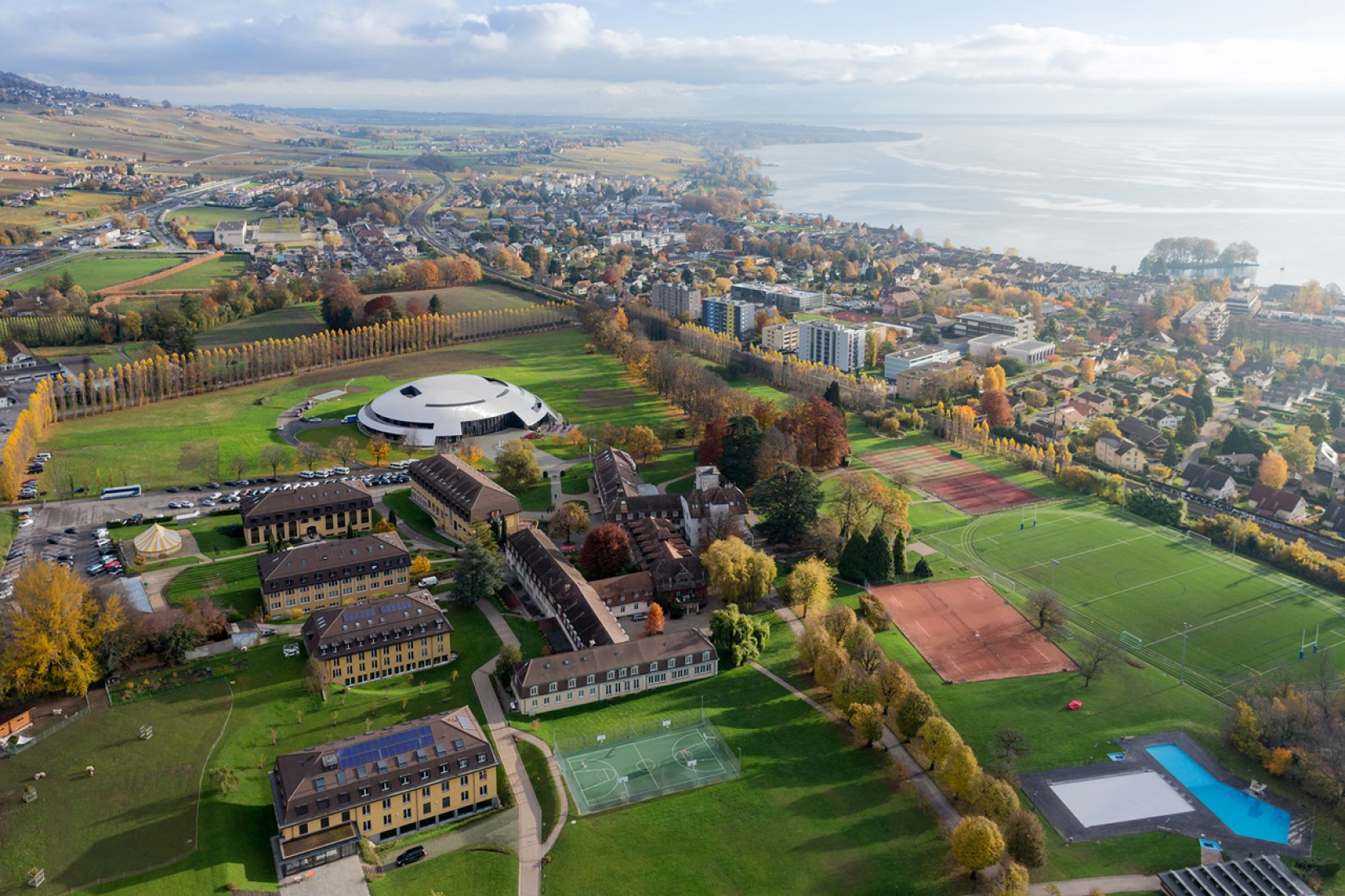 Aerial view of the Campus. Le Rosey Concert Hall by Bernard Tschumi. Fotograph © Iwan baan