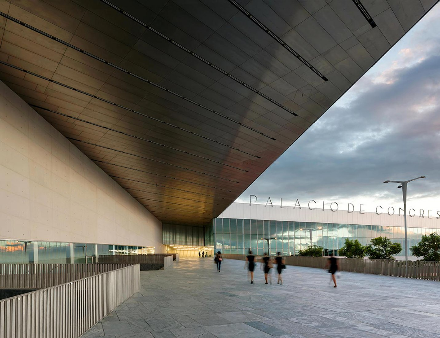 Seville Convention Center by Guillermo Vázquez Consuegra. Image courtesy of La Fabrica.