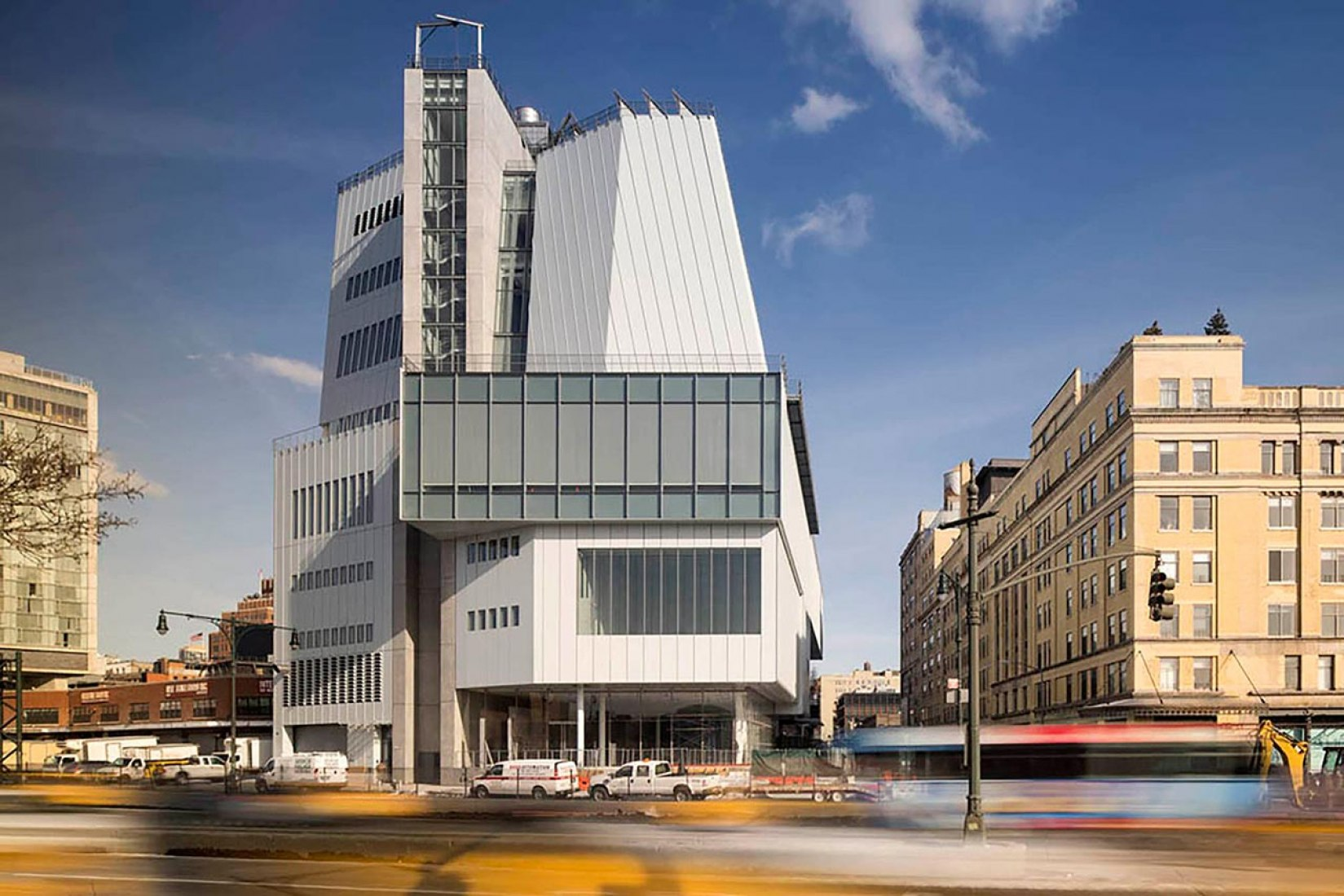 Outside view of the rooftop. Whitney Museum by Renzo Piano. Photography © Nic Lehoux.
