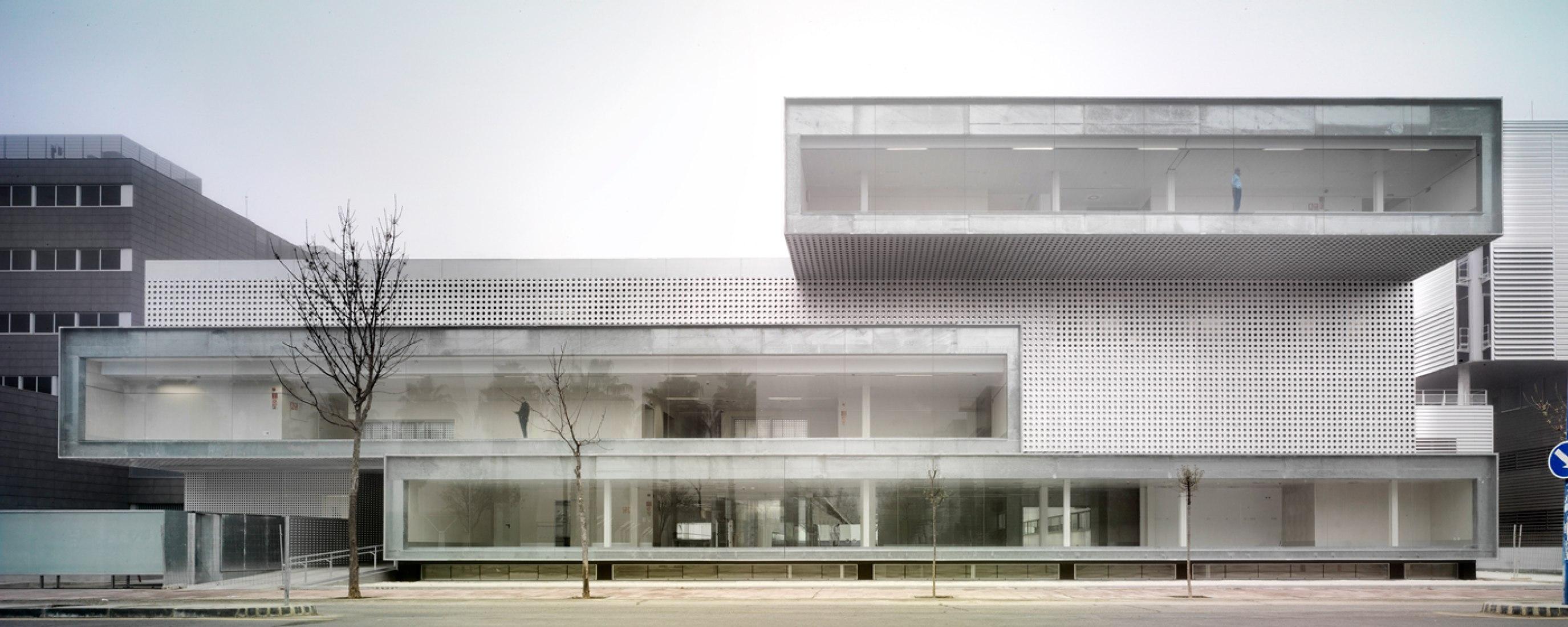 Centro hospitalario ICTAM. Instituto Cartuja de Técnicas Avanzadas en Medicina, MGM Arquitectos, Sevilla, 2012. Fotografía © Jesús Granada.
