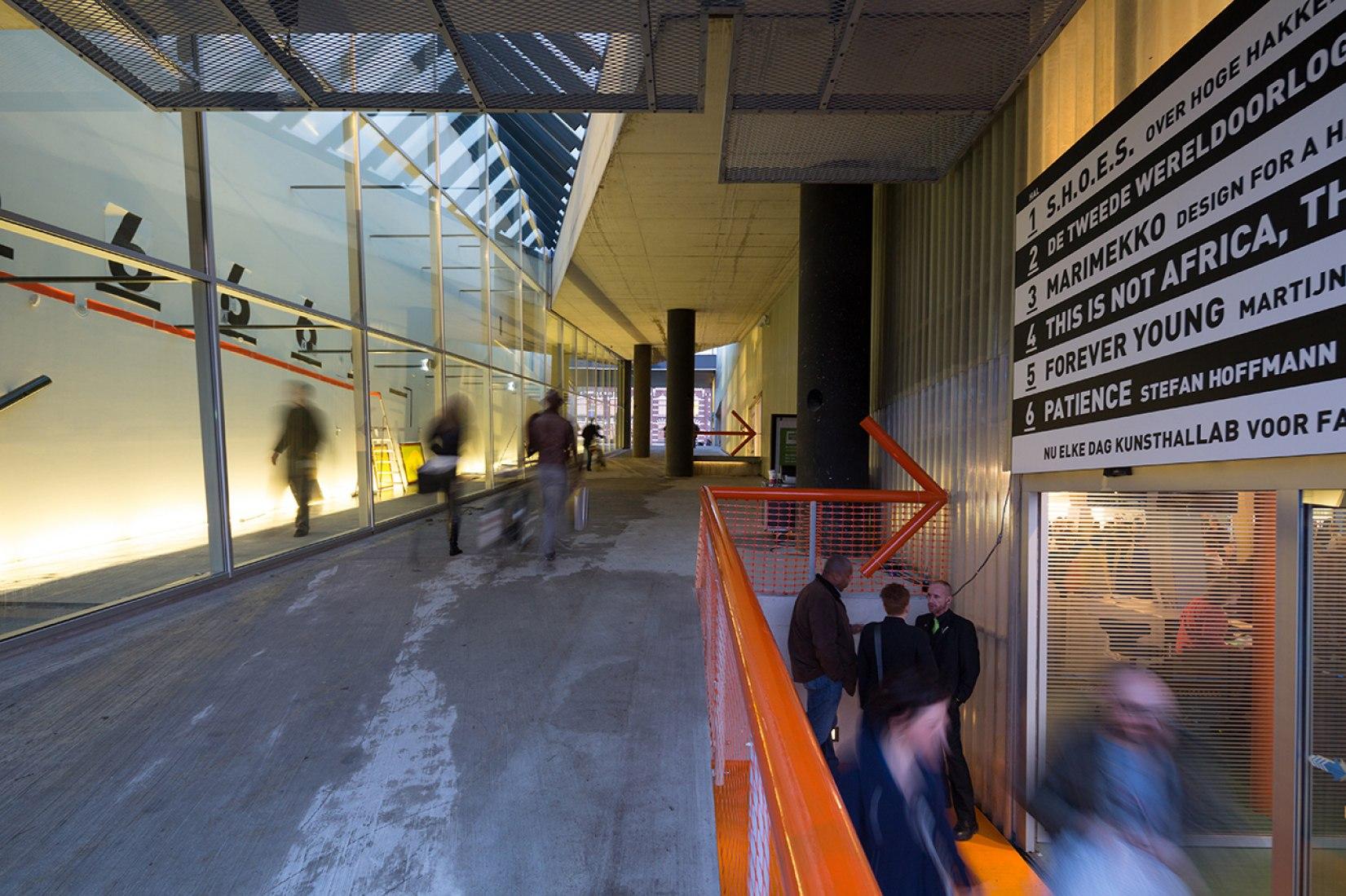 Acceso. Nuevo Kunsthall por OMA. Fotografía © Imagen cortesía de OMA; fotografía por Ossip van Duivenbode.