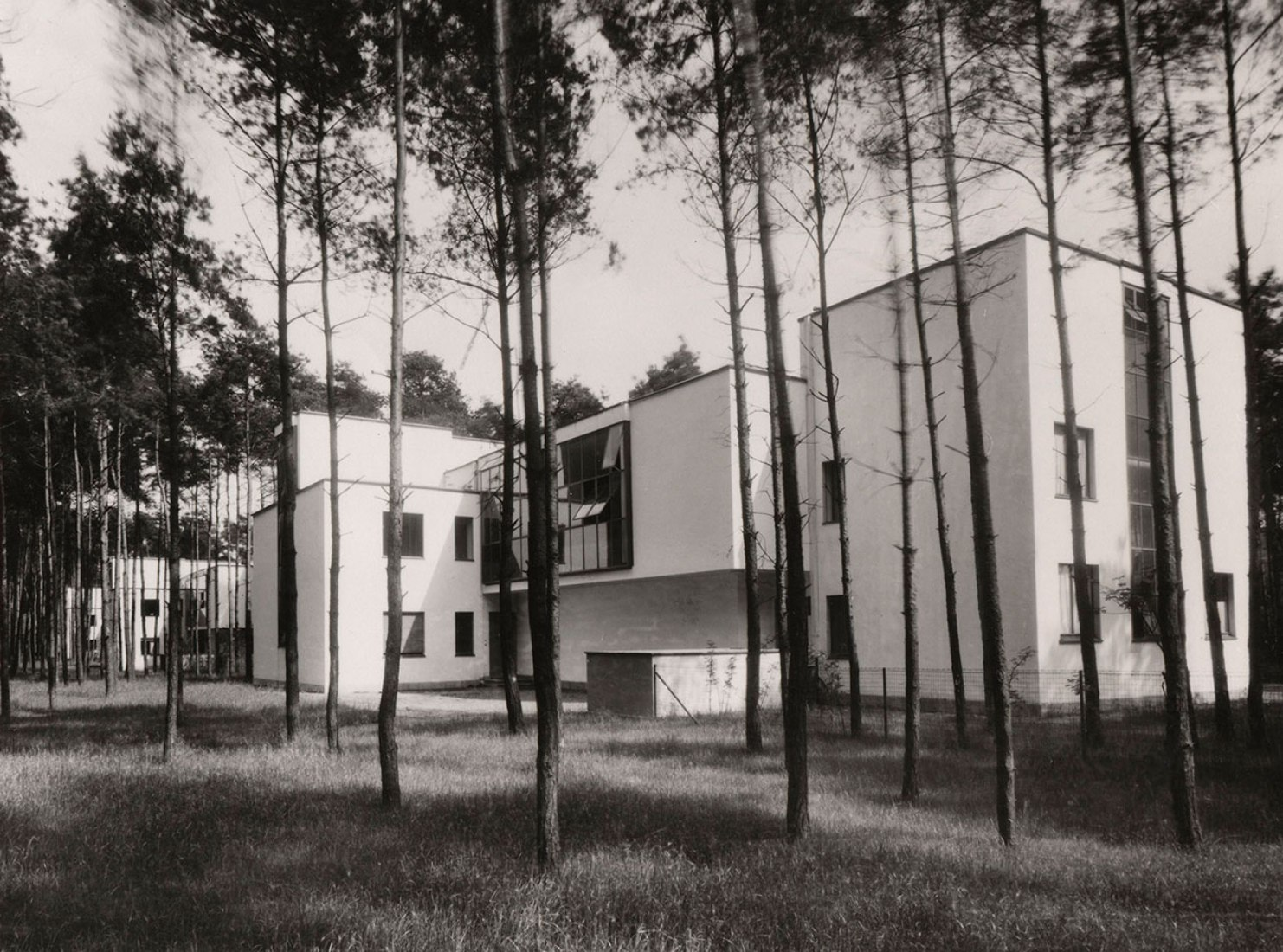 The modernism was a provocation in 1920s Dessau. In the foreground the houses of Kandinsky and Klee. Photography by Lucia Moholy-Nagy, 1927, © Bauhaus-Archiv Berlin / VG Bild-Kunst.