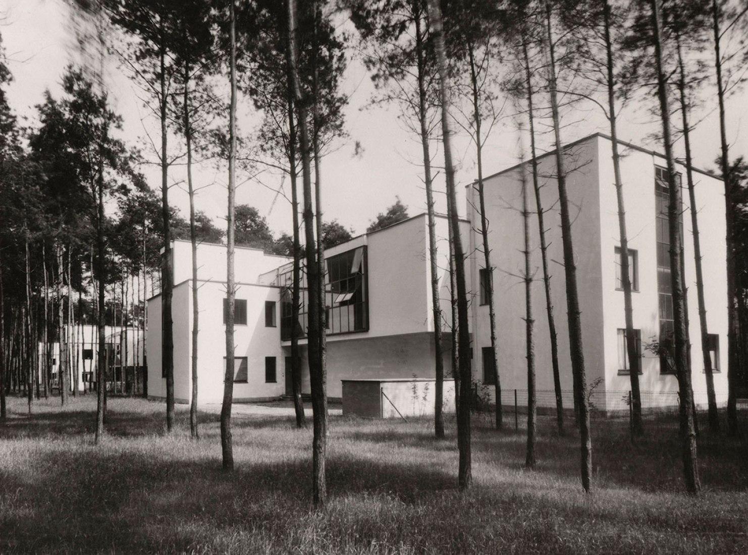 La modernidad era una provocación en Dessau en los años de 1920. En primer plano, las casas de Kandinsky y Klee. Fotografía por Lucia Moholy-Nagy, 1927, © Bauhaus-Archiv Berlín / VG Bild-Kunst.