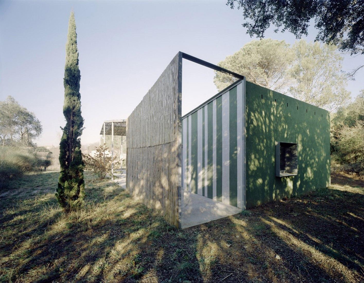 Casa en Gaüses por A&EB. Fotografía © Jordi Bernadó.