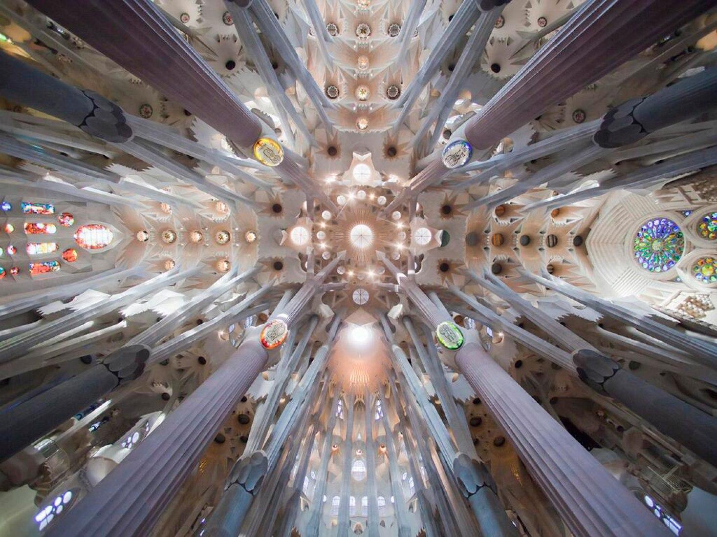Primer premio. Antoni Gaudí, Sagrada Familia, Barcelona, en construcción. Propuesta #02, Alex Duro