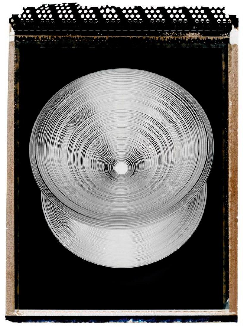SPIN CONTROL. La Silla Spun de Heatherwick (mostrado como una imagen en negativo) comenzó como un experimento de metal en rotación-moldeado, fue producida en 2010.