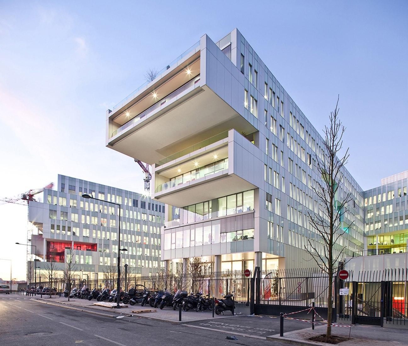 SFR Headquarters by Jean-Paul Viguier Architecture. Photography © Éric Sempé.