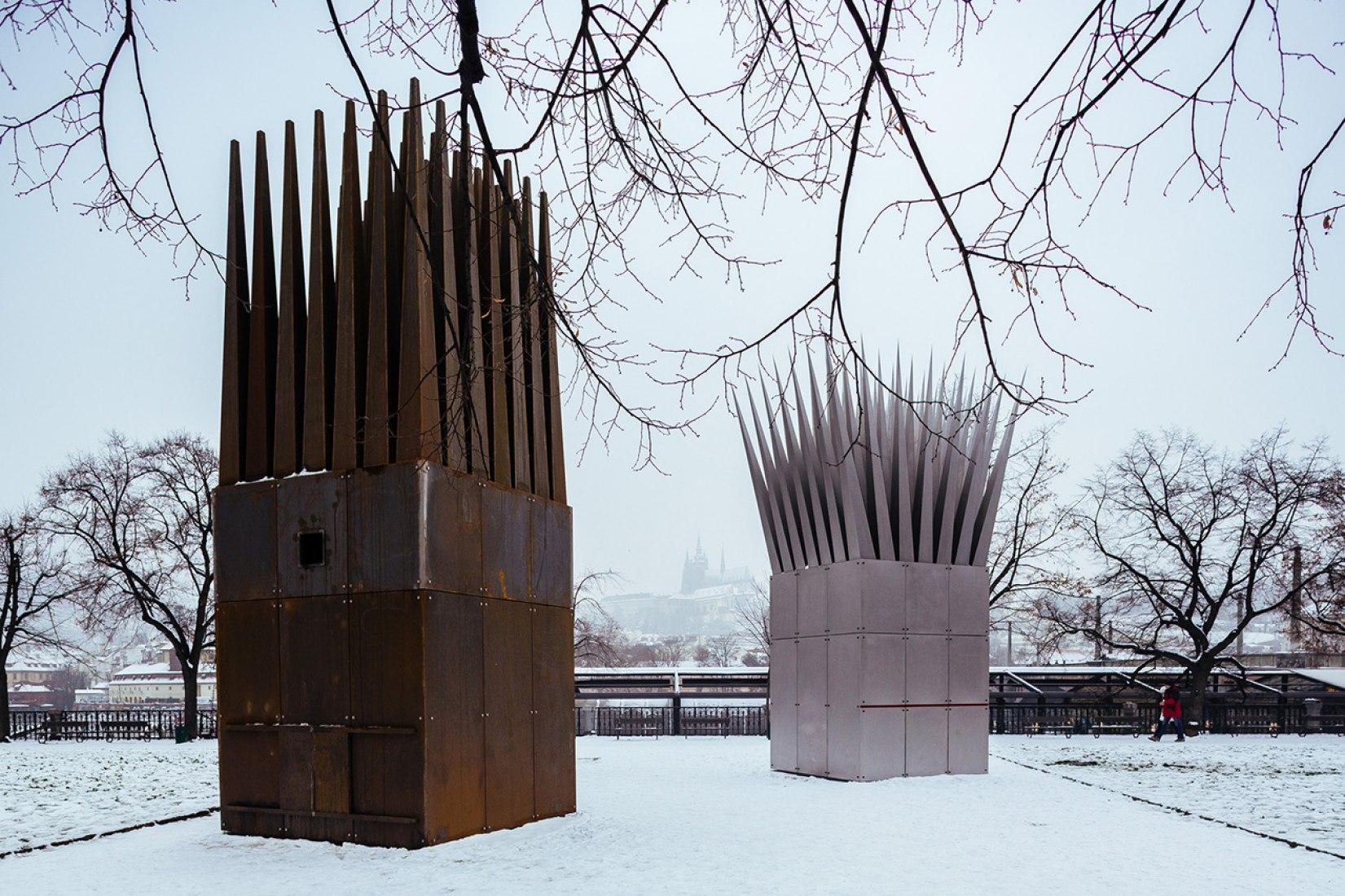 Memorial a Jan Palach, diseñado por John Hejduk. Fotografía © Miroslav Cikán.