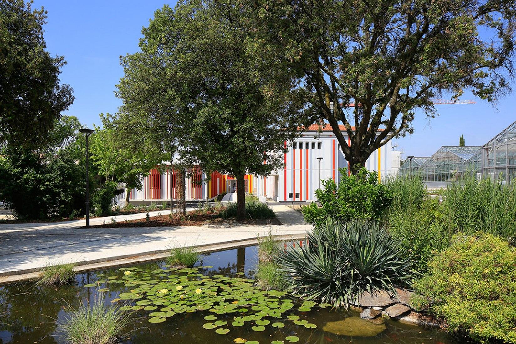 Vista exterior de la Ampliación del Instituto Agrícola Honoré de Balzac, por NBJ Architectes. Fotografía © photoarchitecture.com Paul Kozlowski. Cortesía de v2com.
