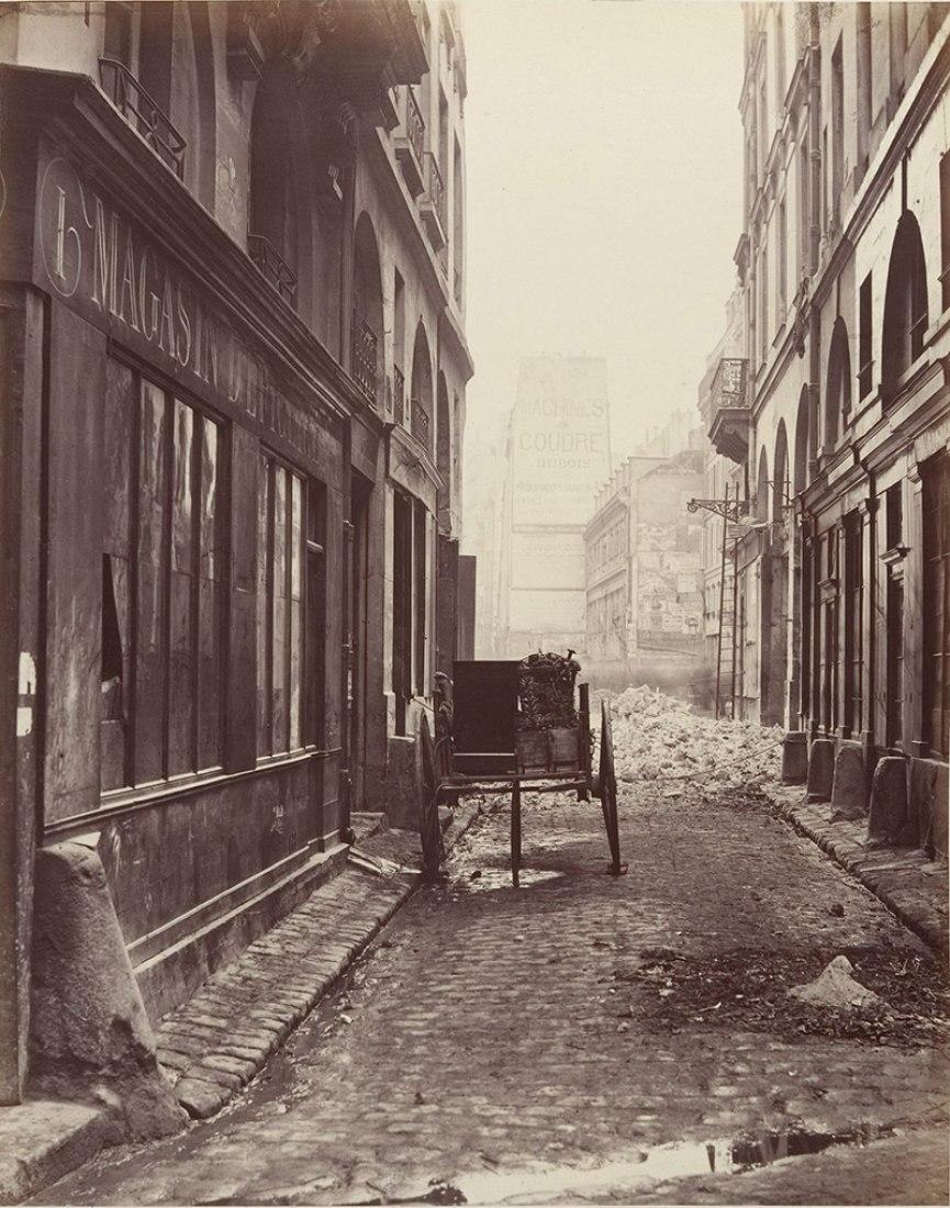 Calle Estienne desde la calle Boucher (Primer distrito), 1862-65.
