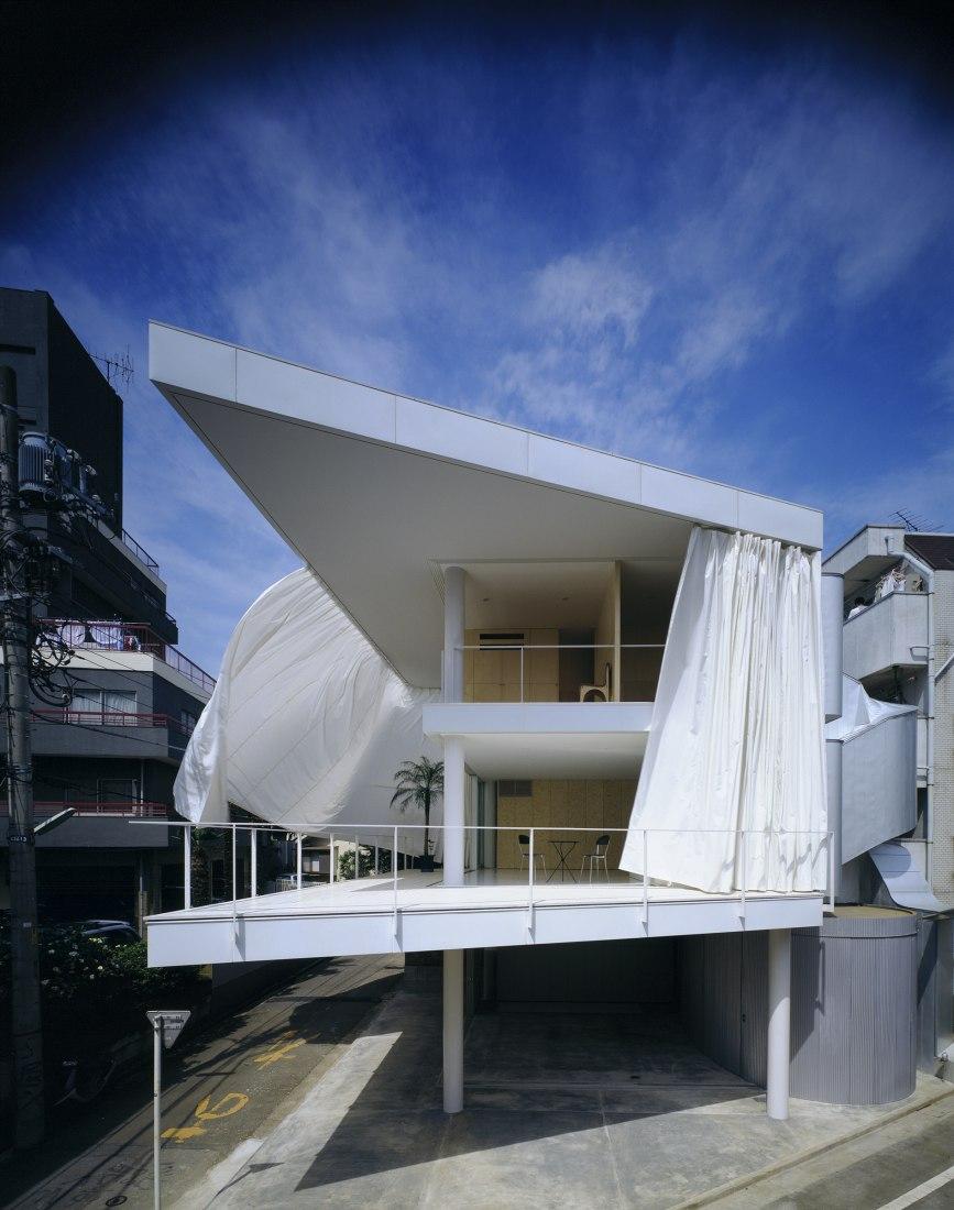 Curtain Wall House, 1995, Tokyo, Japan. Photo by Hiroyuki Hirai.