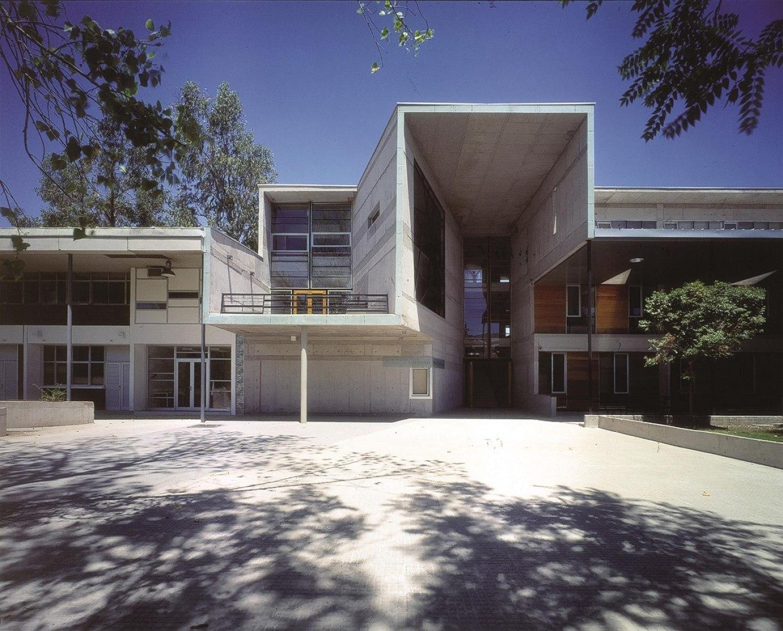 Facultad de Matemáticas, 1999, Universidad Católica de Chile, Santiago, Chile, por Alejandro Aravena. Fotografía © Tadeuz Jalocha.