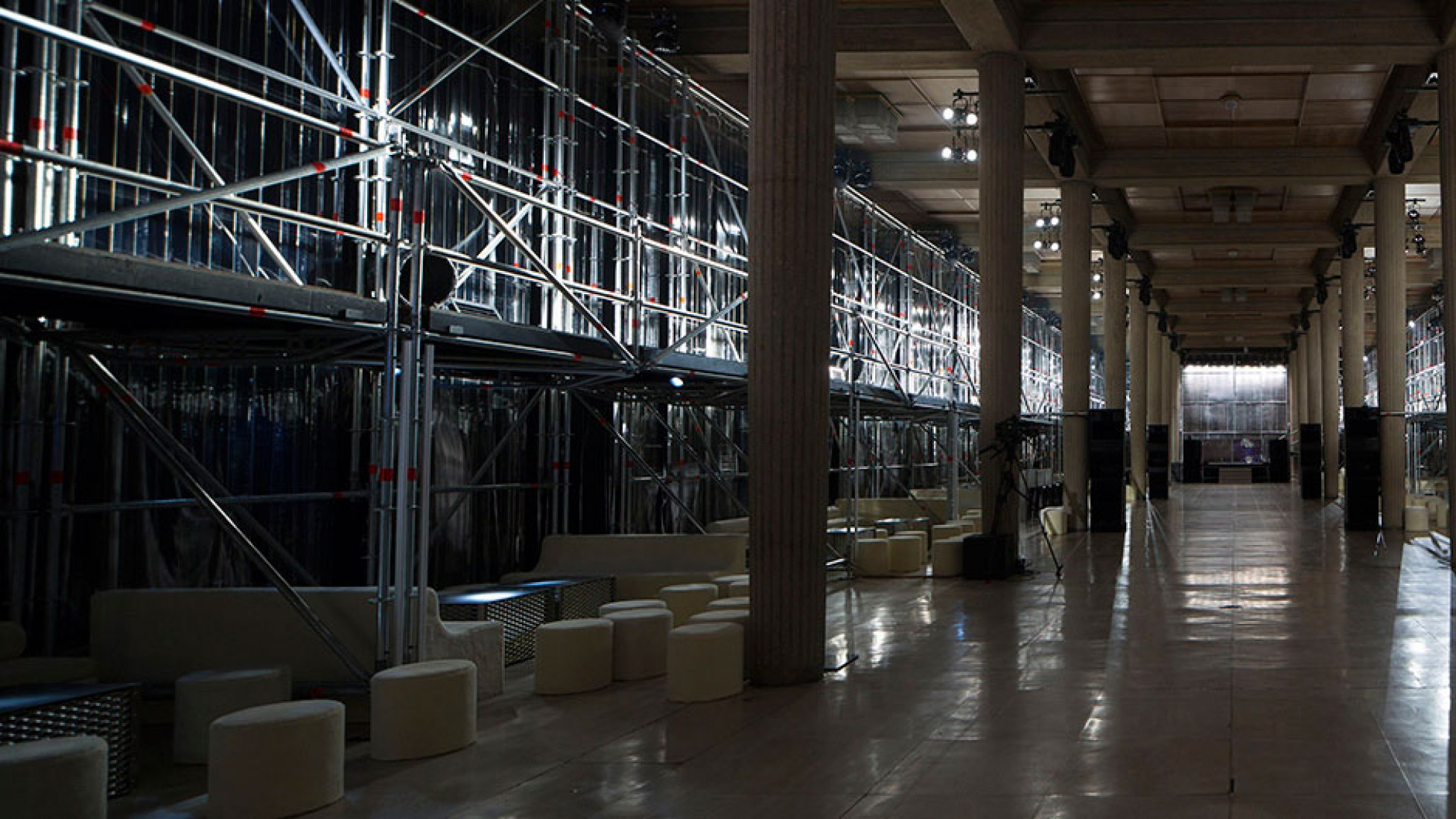 Interior view. MIU MIU club by Prada and AMO. Photograph © Agostino Osio and Alberto Moncada. Courtesy of OMA.