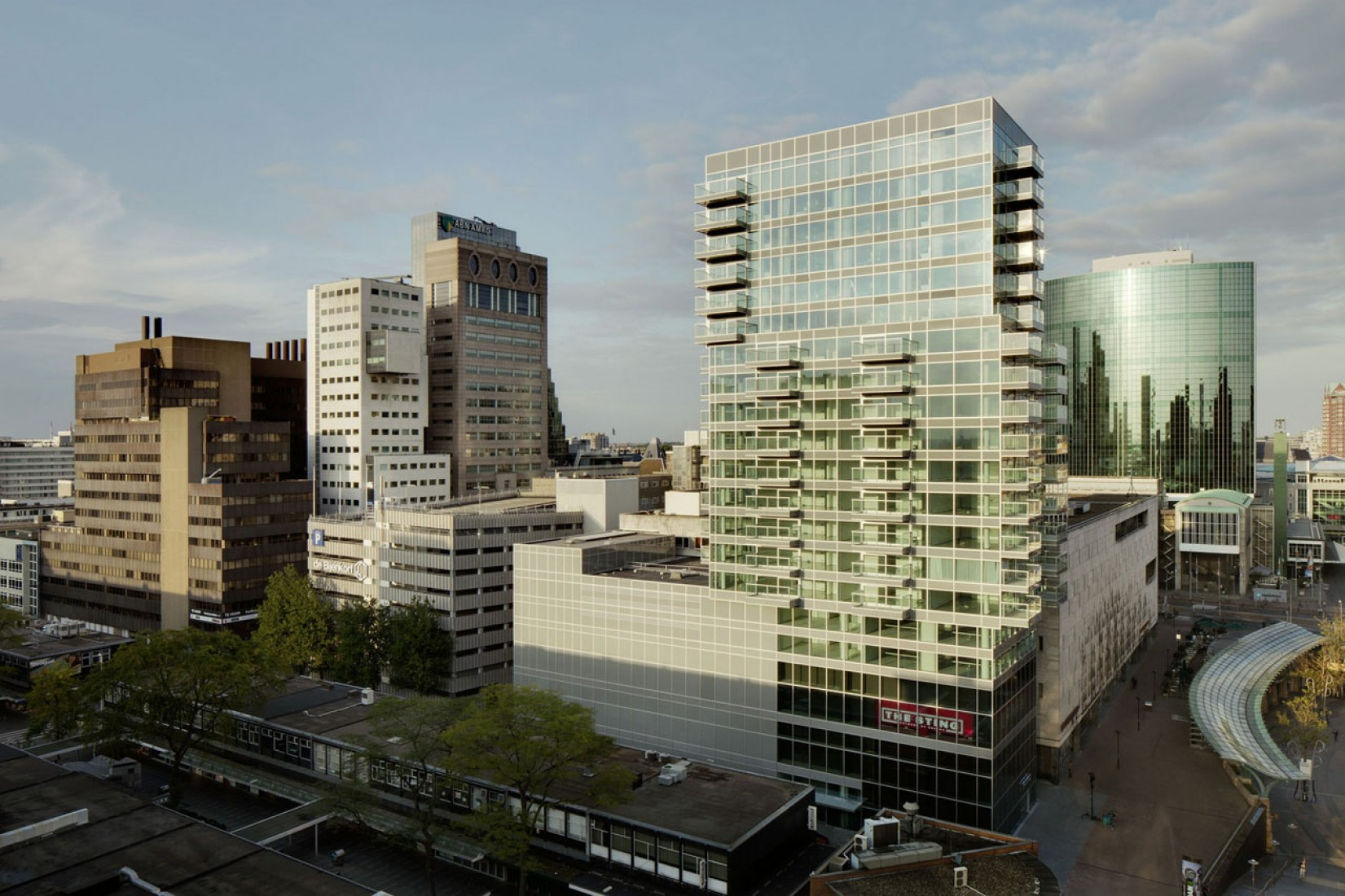 Vista general. B' Tower por Wiel Arets Architects. Fotografía © Jan Bitter.