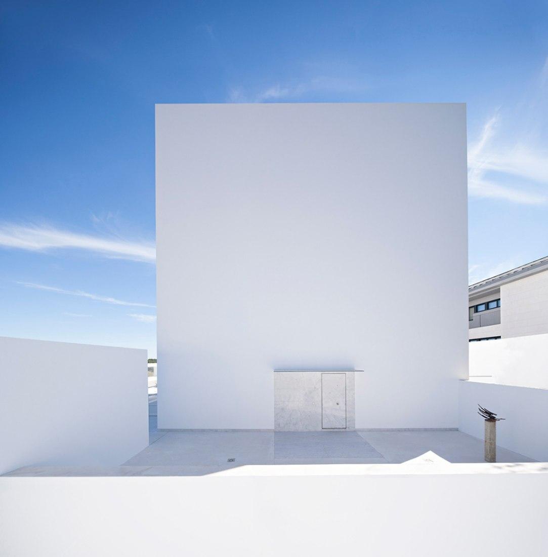 Access. Cala House by Alberto Campo Baeza. Photography @ Javier Callejas Sevilla.