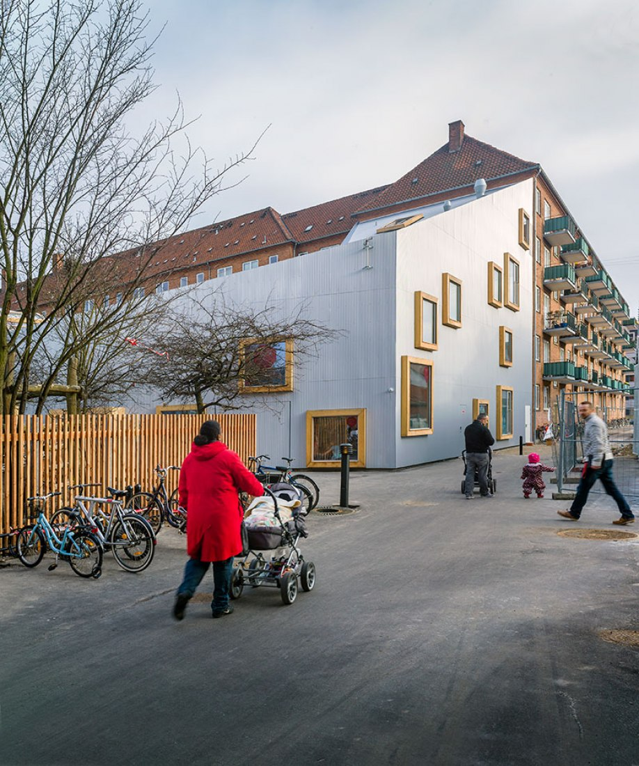 Outside view. Children's Culture House ama'r by Dorte Mandrup Arkitekter. Photograph © Jens Lindhe