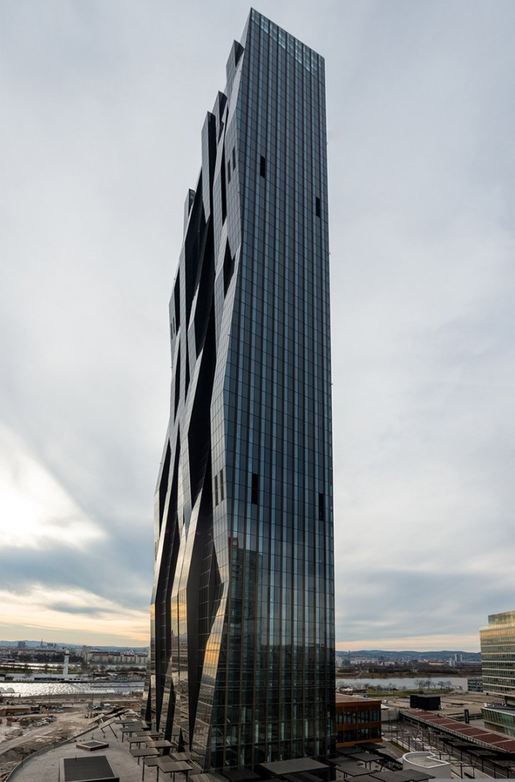 New skyline in Vienna. DC Tower 1 by Dominique Perrault Architecture. Photography © DC Towers, Michael Nagl.