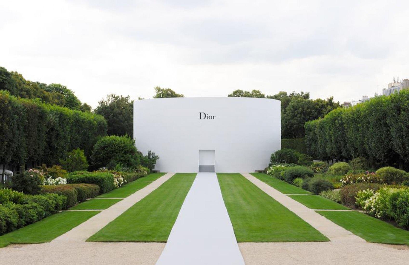 Pabellón, Pasarela Dior couture Otoño-Invierno 2014-15. Por Bureau Betak.