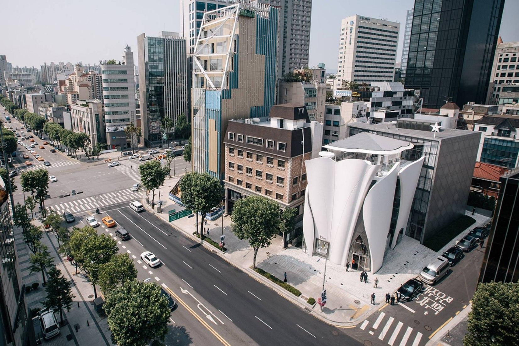 Vista general. Nueva sede de Dior en Seúl por Christian de Portzamparc. Imagen cortesía de Atelier Christian de Portzamparc.