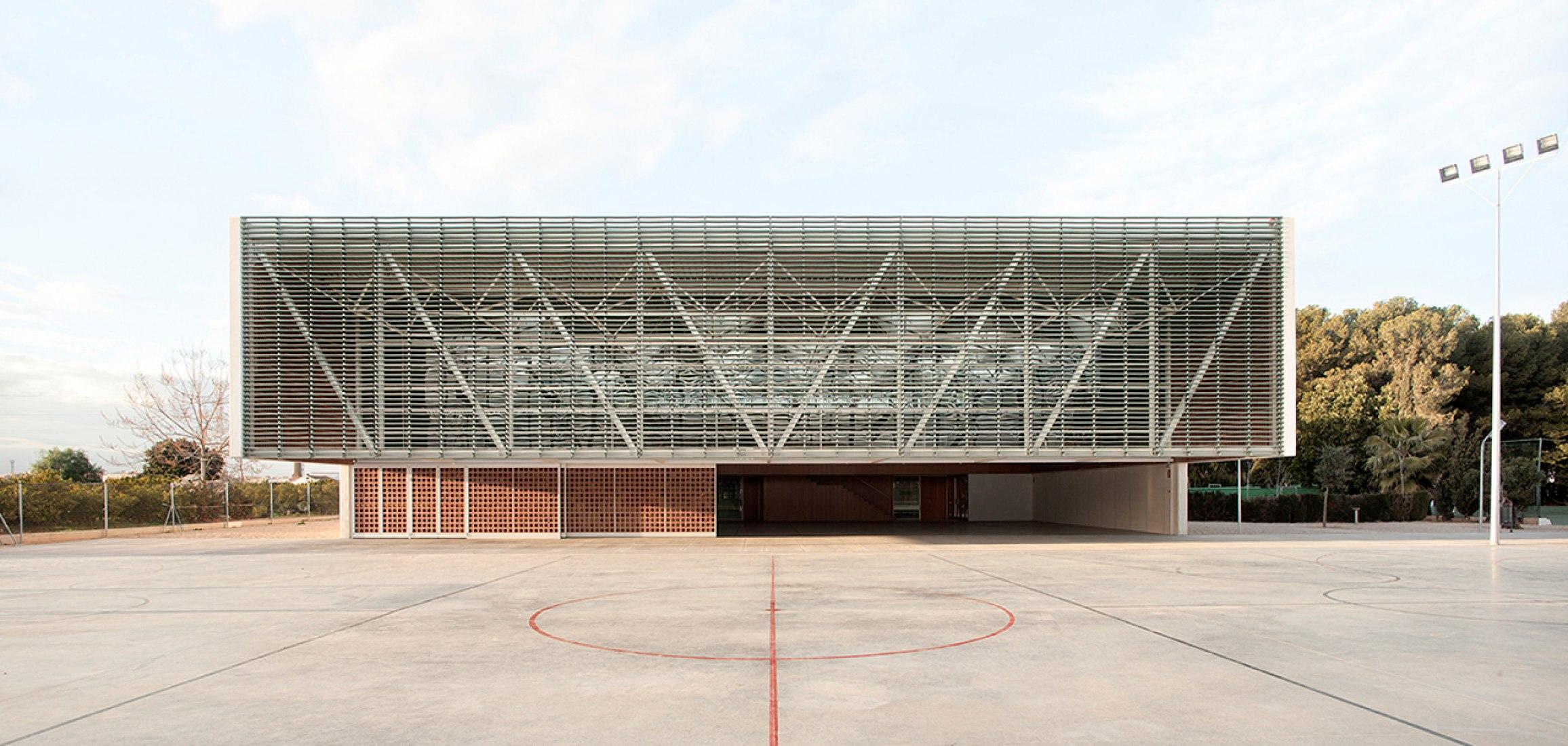 Imagen de la fachada. Escola Gavina por Arturo Sanz & Carmel Gradolí. Fotografía © Mariela Apollonio.