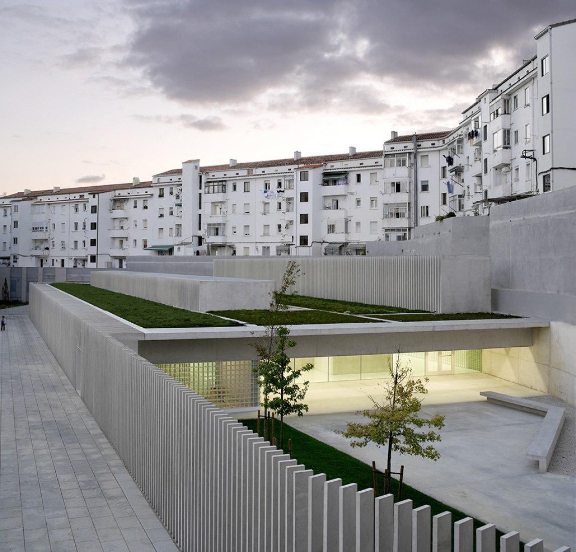 Vista exterior. Escuela infantil en La Milagrosa por Pereda Pérez Arquitectos. Fotografía © Pedro Pegenaute.