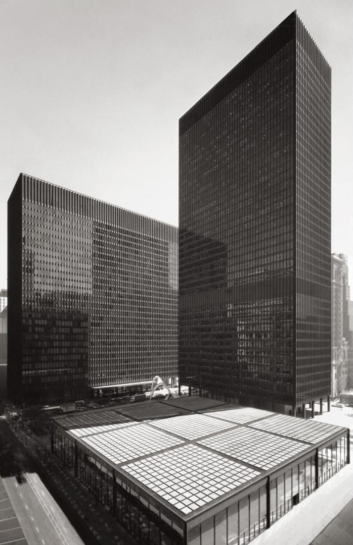 Bird eye view. What Mies did not see done: Federal Center of Chicago, Illinois, USA. 1959-1973. Photography © Courtesy of Chicago Architecture Foundation.