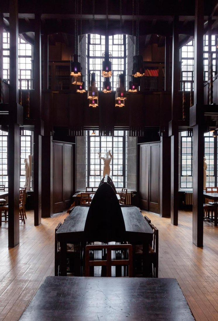 Inside view Charles Rennie Mackintosh's library, before the fire, 2/04/2014. Image © Robert Proctor. Image cortesy via GSA.