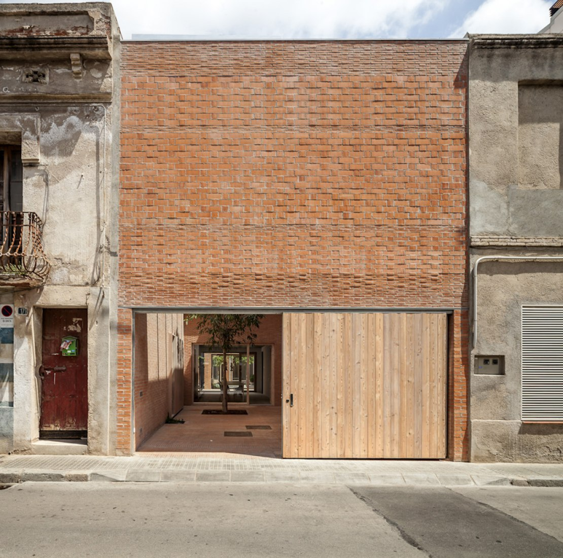 House 1014 by H Arquitectes. Photograph © Adrià Goula