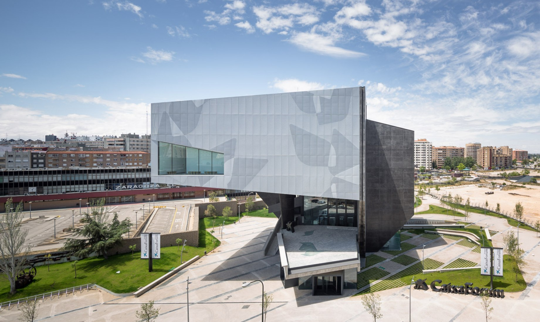 Overview. Caixaforum Museum, Auditorium and Cultural Centre in Zaragoza by Carme Pinós. Photography © Rubén P. Bescós.