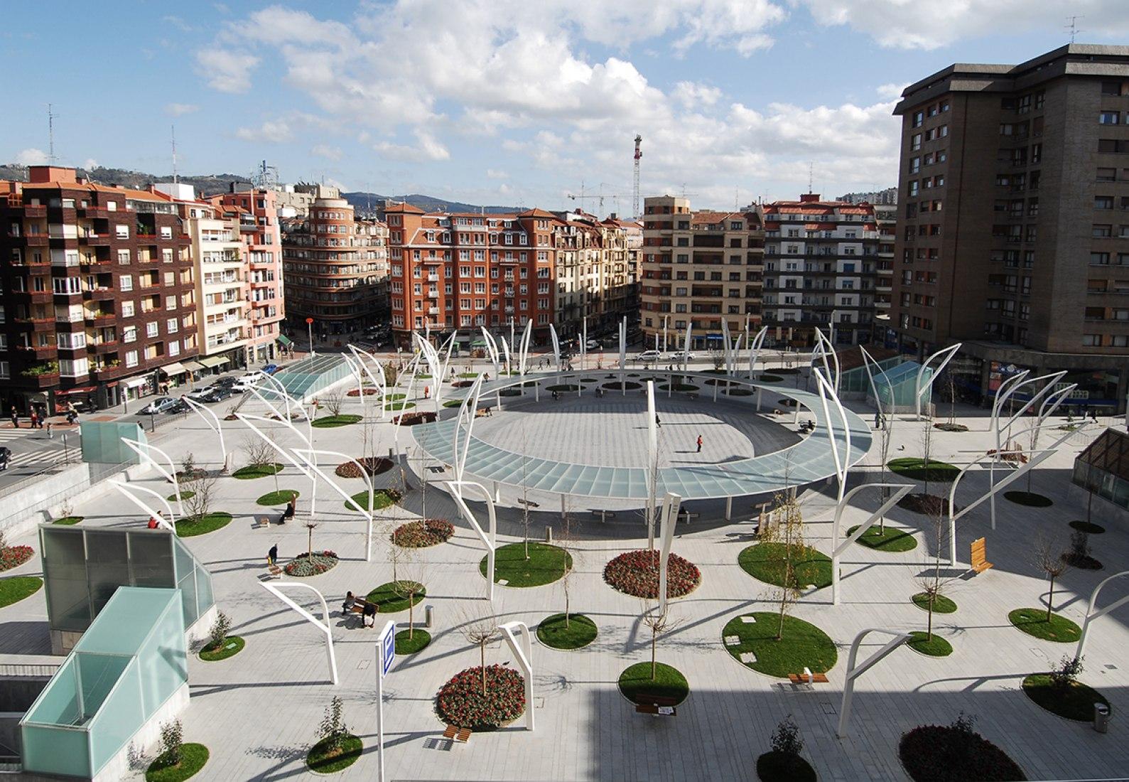 Vista exterior. Plaza Indautxu en Bilbao por JAAM sociedad de arquitectura. Fotografía © Elker Azketa.