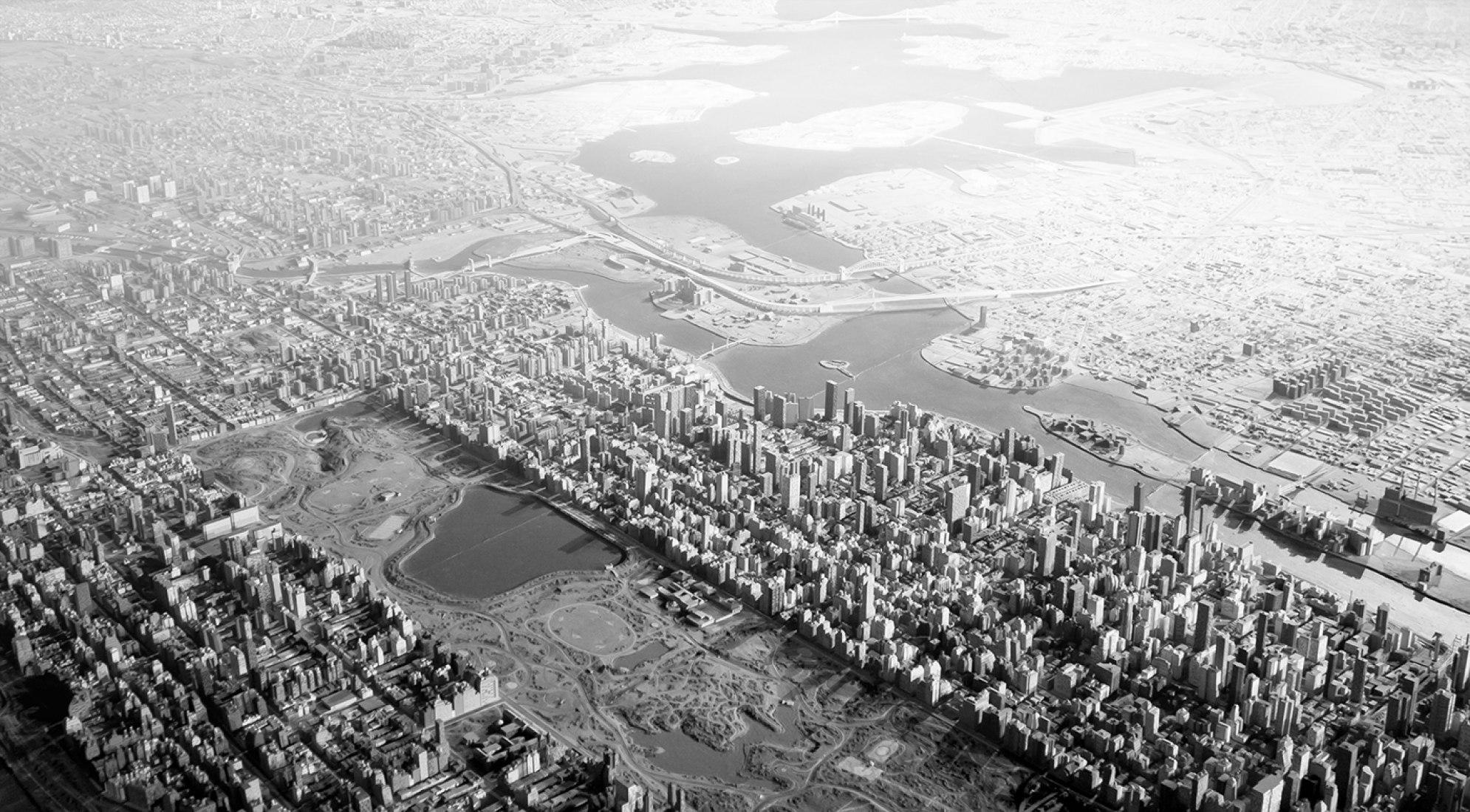 Panorama de la ciudad de Nueva York, maqueta a escala de Nueva York ideada por Moses para celebrar la infraestructura municipal. Fotografía de la maqueta por Joshua Frankel.