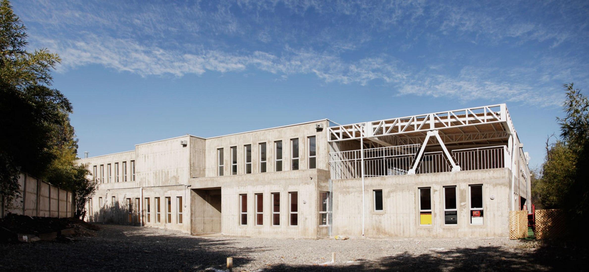 East façade of Lastra Kindergarten by Felipe Balmaceda. Photography © Francisca Tuca.